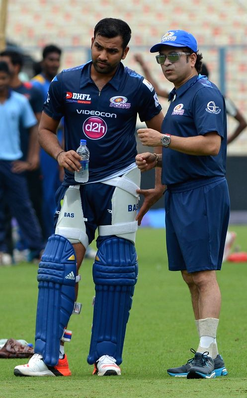 Mumbai Indians (MI) captain Rohit Sharma interacts with the team icon Sachin Tendulkar during a practice session at the Eden Gardens in Kolkata, on April 7, 2015. - Rohit Sharma and Sachin Tendulkar