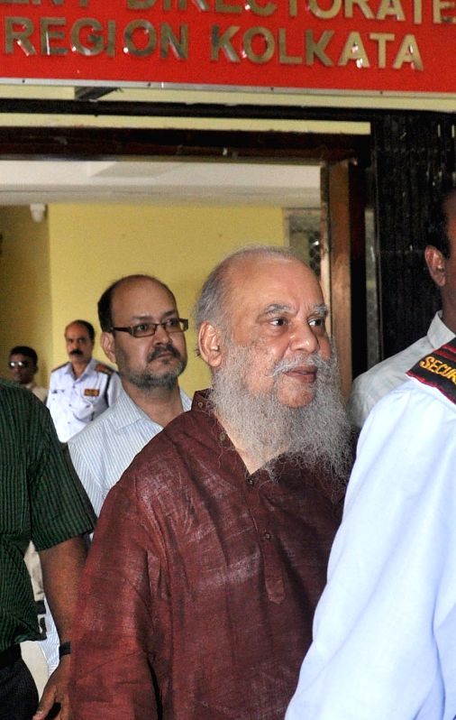 Painter Shuvaprasanna Bhattacharya arrives to appear before ED (Enforcement Directorate) in connection with multi-crore-rupee Saradha chit fund scam in Kolkata, on March 23, 2015.