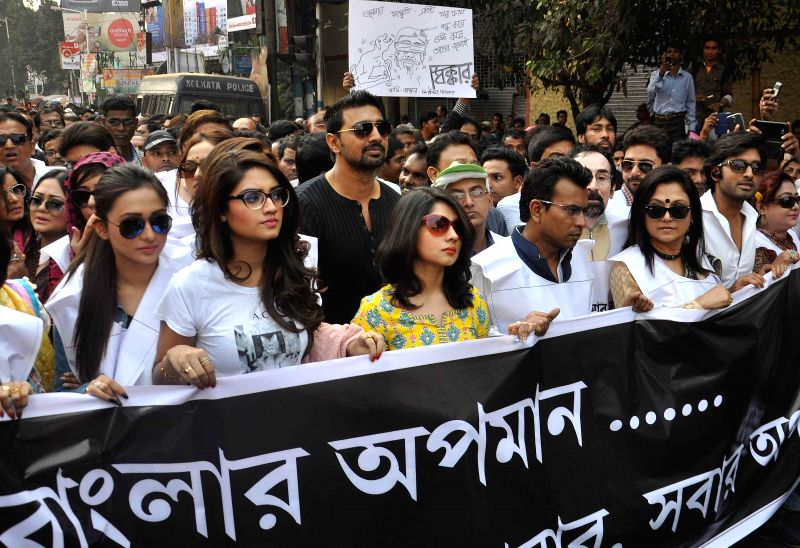 People participate in a rally against the alleged use of CBI for political motives in Kolkata, on Nov 28, 2014.