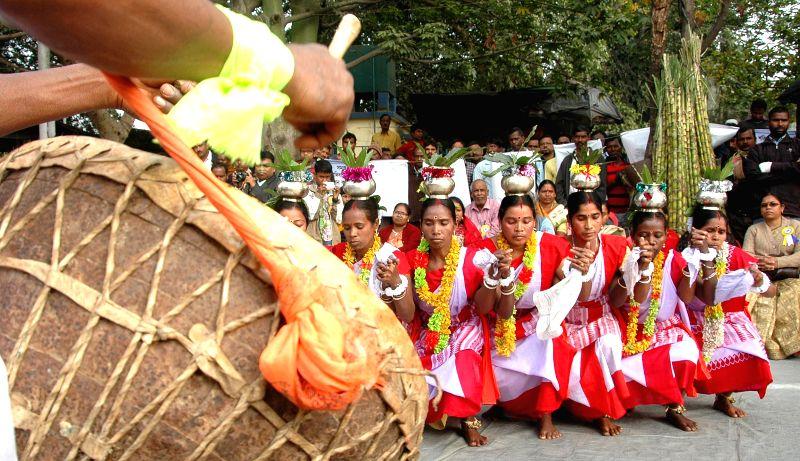People perform tribal dance during a programme organised to observe Birsa Ulgulan anniversary - the arrest of Birsa Munda by British in 1900 - in Kolkata, on Jan 9, 2015. - Birsa Munda
