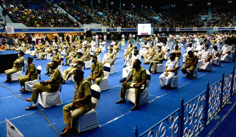 Kolkata: Police personnel during a meeting called by West Bengal Chief Minister Mamata Banerjee ahead of Durga Puja celebrations, in Kolkata on Sep 24, 2020. (Photo: IANS)
