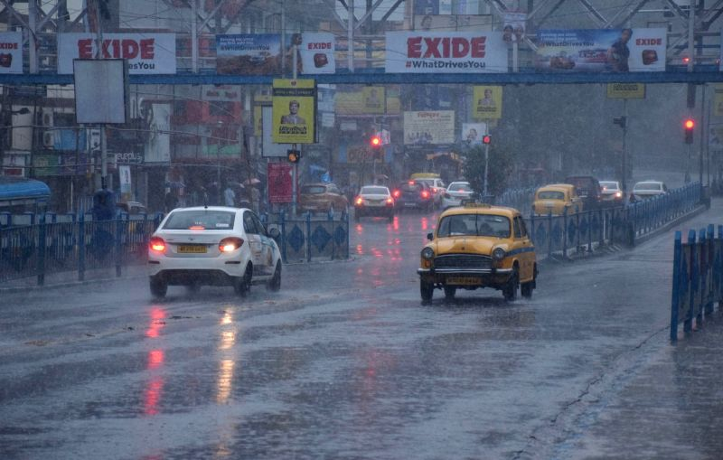 Kolkata: Rains triggered by severe cyclonic storm 'Bulbul' lash Kolkata on Nov 9, 2019. (Photo: Kuntal Chakrabarty/IANS)