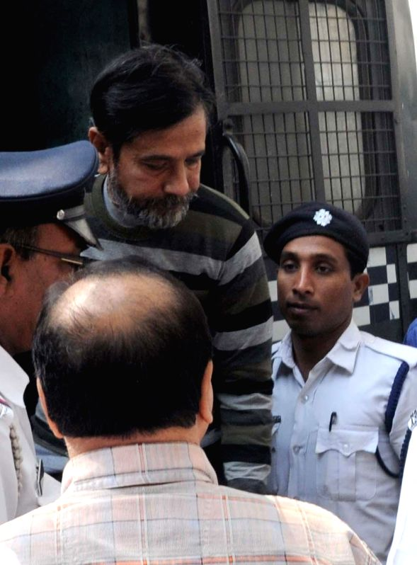 Saradha scam kingpin Sudipta Sen being taken to be produced before a Kolkata court on Nov 27, 2014.