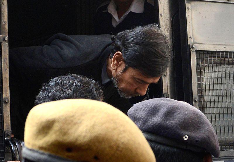 Saradha scam kingpin Sudipta Sen being taken to be produced before a Kolkata court on Dec 22, 2014.