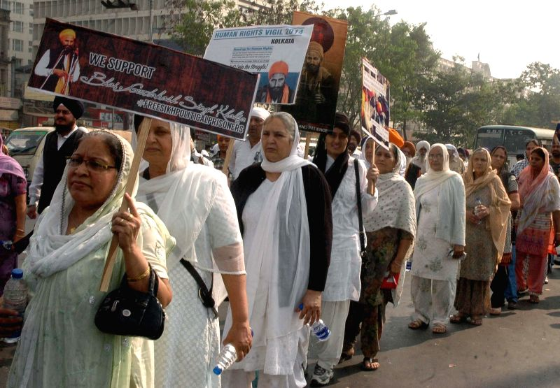 Sikhs stage demonstration to press for release of Sikh political prisoners in Kolkata, on Dec 8, 2014.
