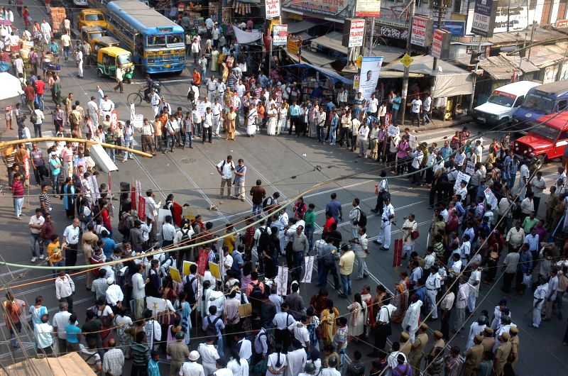 The activists of All India Democratic Students` Organization (AIDSO) block roads to condemn the recent gang rape of a nun in Ranaghat of West Bengal`s Nadia district, in Kolkata on March 17, ...