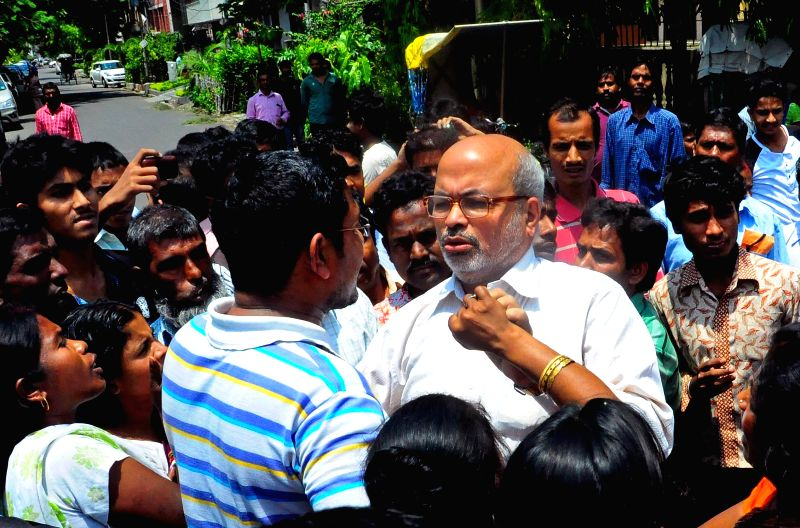 The Director of National Institute of Homeopathy, Samir Kumar Nanda being heckled by the relatives of the patients at the institute in Kolkata, on April 27, 2015. - Samir Kumar Nanda