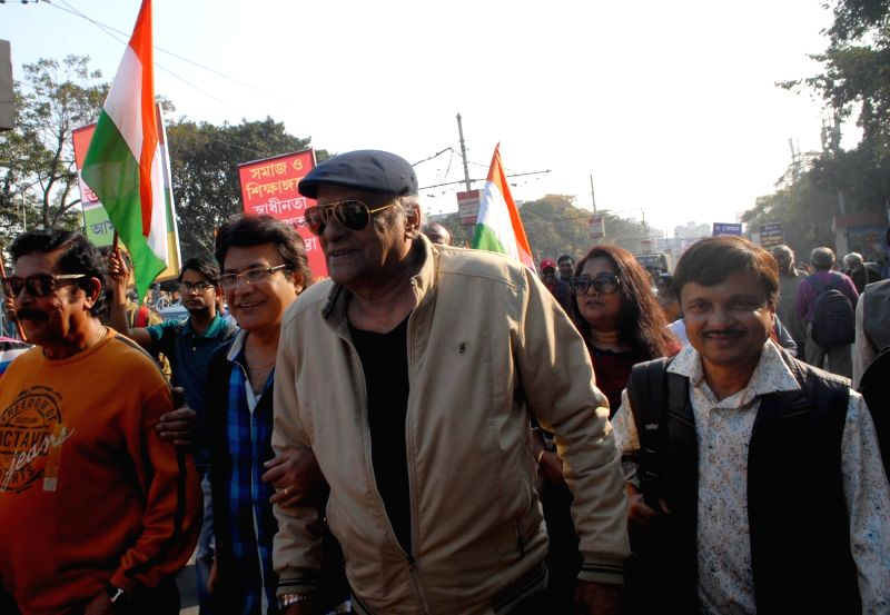Kolkata: Theatre artistes hold a protest rally against Communalism, in Kolkata on Jan 17, 2020. (Photo: IANS)