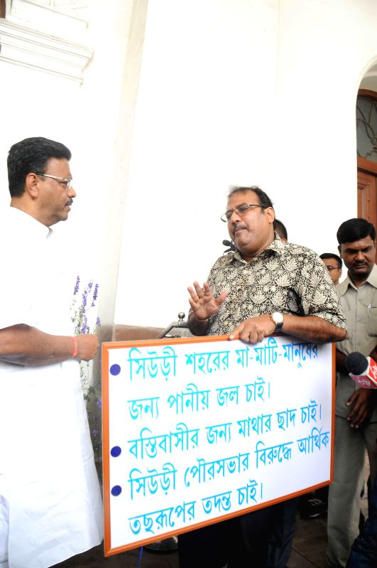 Trinamool Congress MLA from Suri, Swapan Kanti Ghosh stages a demonstration at the West Bengal Assembly demanding civic amenities for his constituency in Kolkata on Feb 25, 2015. Also seen ... - Firhad Hakim and Swapan Kanti Ghosh