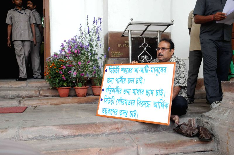 Trinamool Congress MLA from Suri, Swapan Kanti Ghosh stages a demonstration at the West Bengal Assembly demanding civic amenities for his constituency in Kolkata on Feb 25, 2015. - Swapan Kanti Ghosh