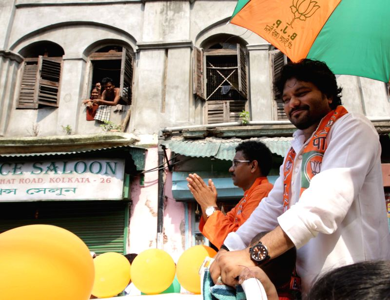 Union MoS for Urban Development, and Housing and Urban Poverty Alleviation Babul Supriyo campaigning for BJP candidate Tushar Kanti Ghosh for Kolkata Municipal Election in Kolkata on April ... - Tushar Kanti Ghosh