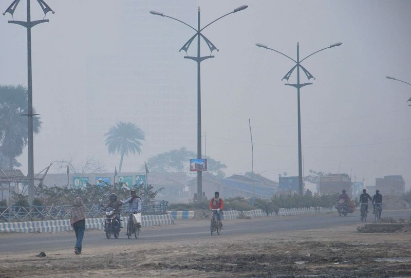 Kolkata wakes up to a chilly and foggy morning on Jan 1, 2015.