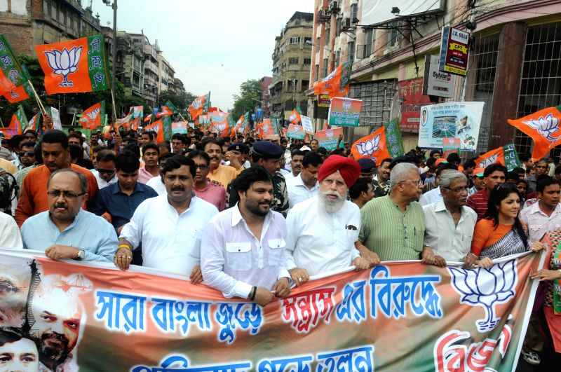 West Bengal BJP chief Rahul Sinha, party MPs Babul Supriyo, Surendra Singh Ahluwalia, BJP National Secretary Siddharth Nath Singh and others participate in a party rally in Kolkata, on April ... - Rahul Sinha and Surendra Singh Ahluwalia