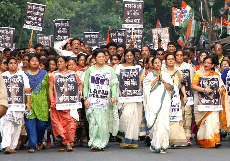 West Bengal Chief Minister and Trinamool Congress supremo Mamata Banerjee participate in a demonstration against the land acquisition law in Kolkata, on April 8, 2015. - Mamata Banerjee