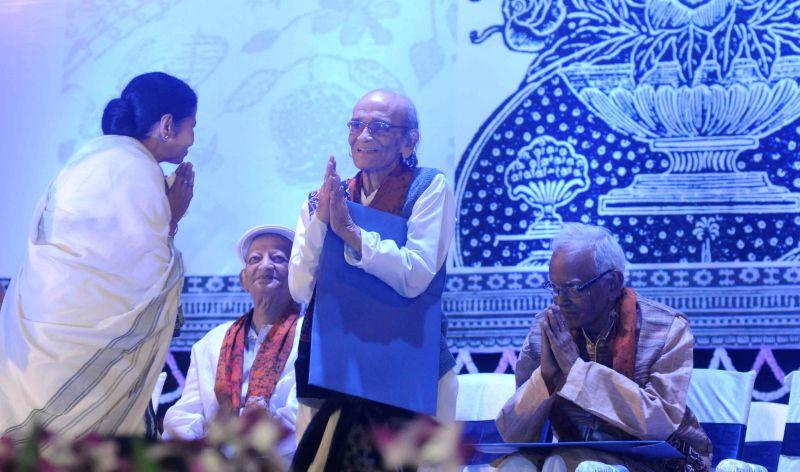 West Bengal Chief Minister Mamata Banerjee  and Kolkata Mayor Sovan Chatterjee with artists during the inauguration of  'Pashchimbanga Charukala Utsab at Rabindra Sadan in Kolkata, on March ... - Mamata Banerjee and Mayor Sovan Chatterjee
