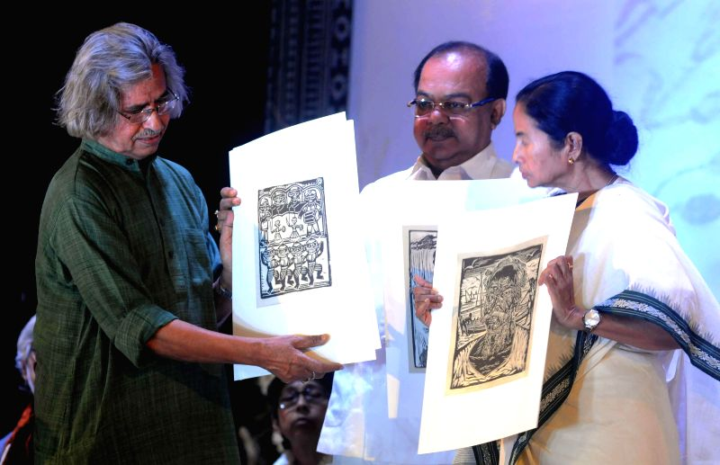 West Bengal Chief Minister Mamata Banerjee  and Kolkata Mayor Sovan Chatterjee with artist Jogen Chowdhury during the inauguration of  `Pashchimbanga Charukala Utsab` at Rabindra Sadan in ... - Mamata Banerjee and Mayor Sovan Chatterjee