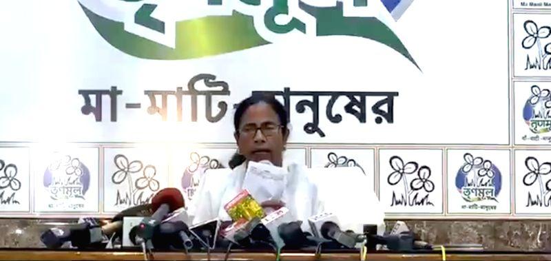 Kolkata: West Bengal Chief Minister Mamata Banerjee addresses a press conference in Kolkata on May 15, 2019. (Photo: IANS)