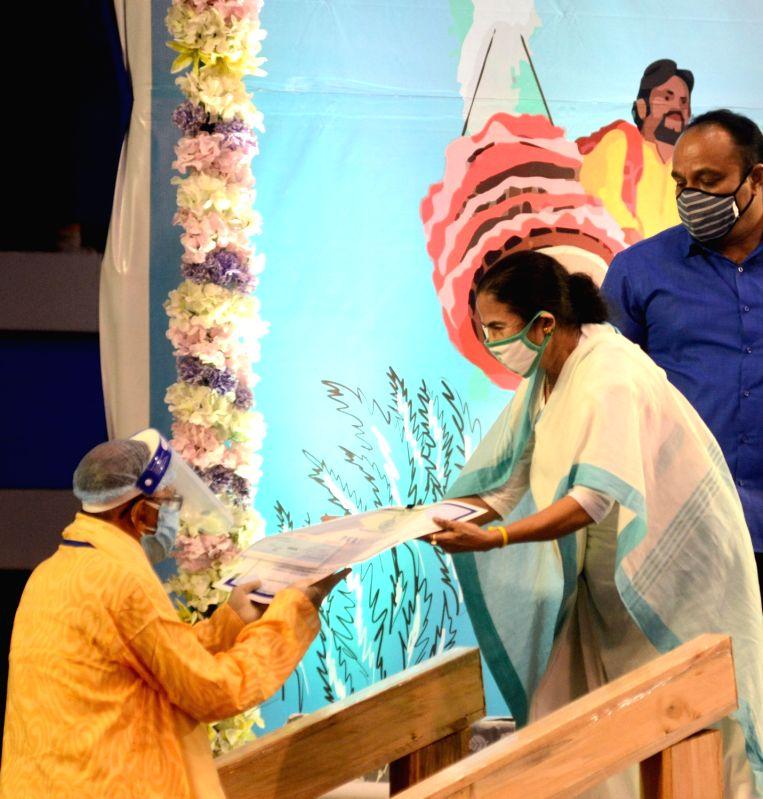 Kolkata: West Bengal Chief Minister Mamata Banerjee during a meeting ahead of Durga Puja celebrations, in Kolkata on Sep 24, 2020. (Photo: IANS)