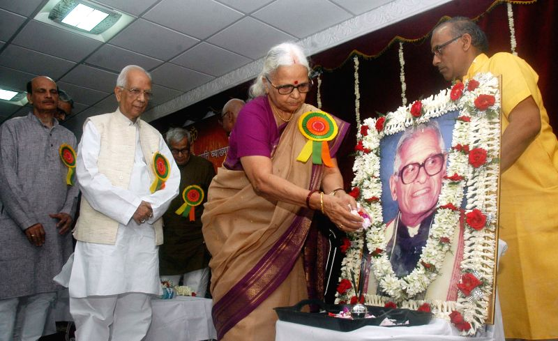 West Bengal Governor Keshari Nath Tripathi and Goa Governor Mridula Sinha during a programme in Kolkata, on May 3, 2015. - Keshari Nath Tripathi