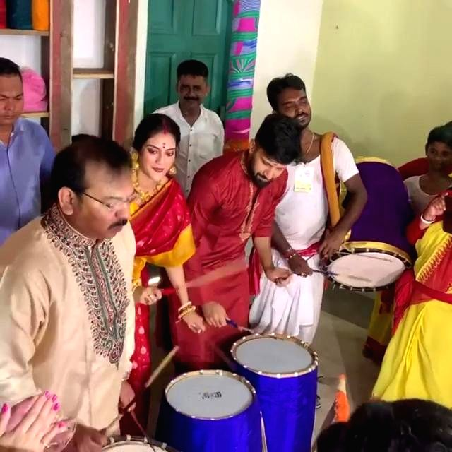 Kolkata: West Bengal Minister Aroop Biswas, actress and Trinamool Congress MP Nusrat Jahan and her husband Nikhil Jain beat 'dhaak' - drums -  at a Durga Puja pandal in Kolkata on Oct 7, 2019. (Photo: IANS)