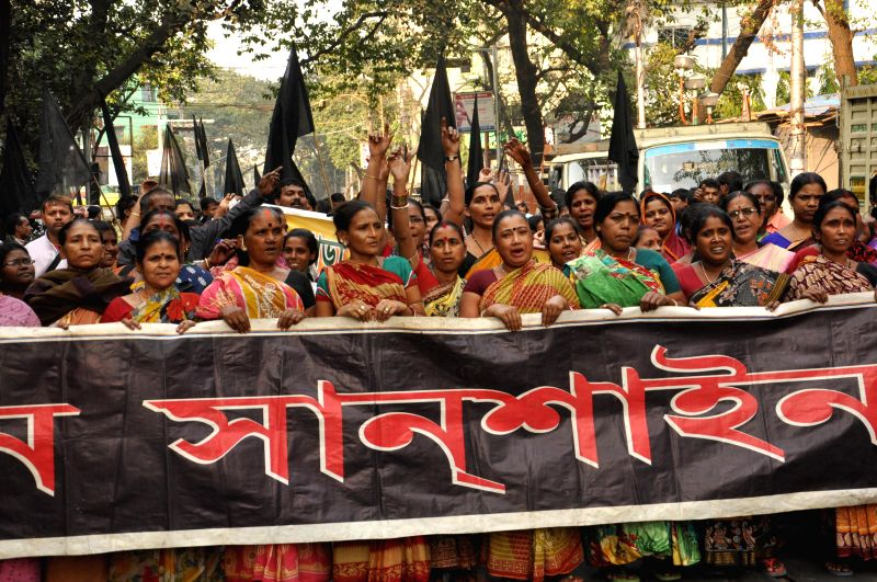 Women hawkers stage a demonstration in Kolkata on Nov 24, 2014.