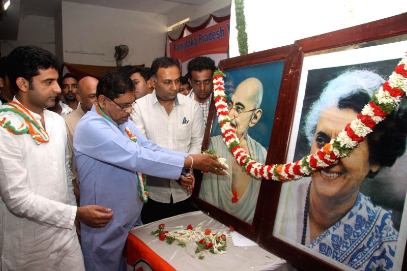 KPCC President G Parmeshwar wtth Minister for Food and Civil Supplies Dinesh Gundu Rao, President Youth Congress Rizwan Arshad and other congress leaders offering floral tribute to Mahatma Gandhi and - Indira Gandhi
