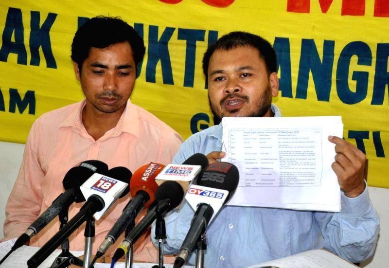 Krishak Mukti Sangram Samiti (KMSS) leader Akhil Gogoi addresses a press conference in Guwahati, on May 27, 2016.
