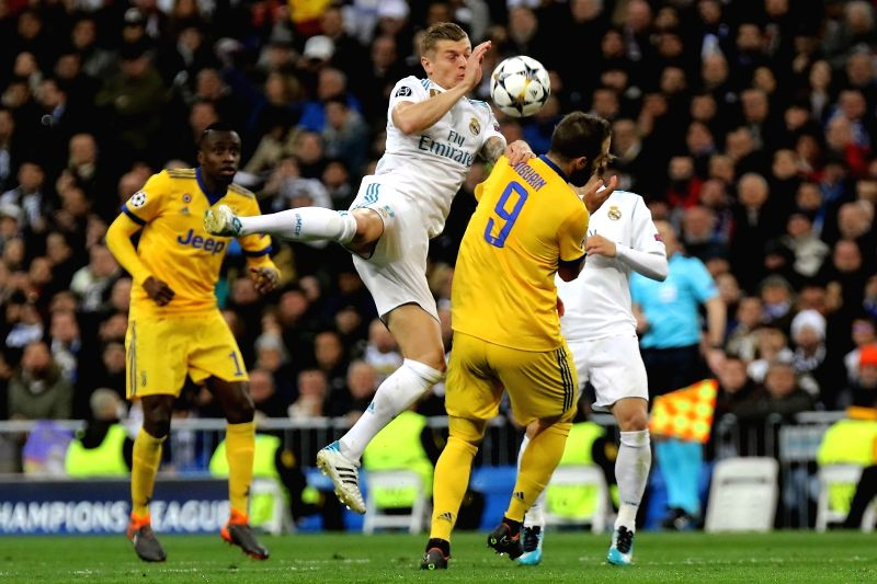 Kroos (C) and Higuain (R) compete during Champions League match between Real Madrid and Juventus for the second leg 1/4 final qualifier at Santiago Bernabeu stadium, in Madrid, Spain, on April 11, ...