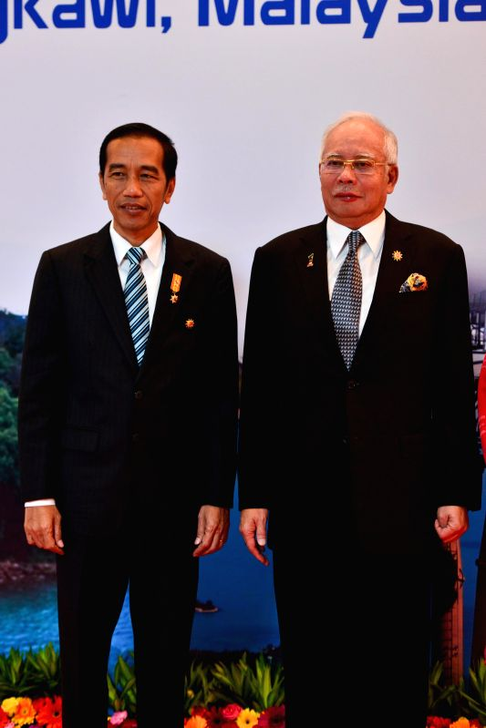 Malaysian Prime Minister Najib Razak (R) meets with Indonesian President Joko Widodo before the opening ceremony of the 26th Association of Southeast Asian ... - Najib Razak