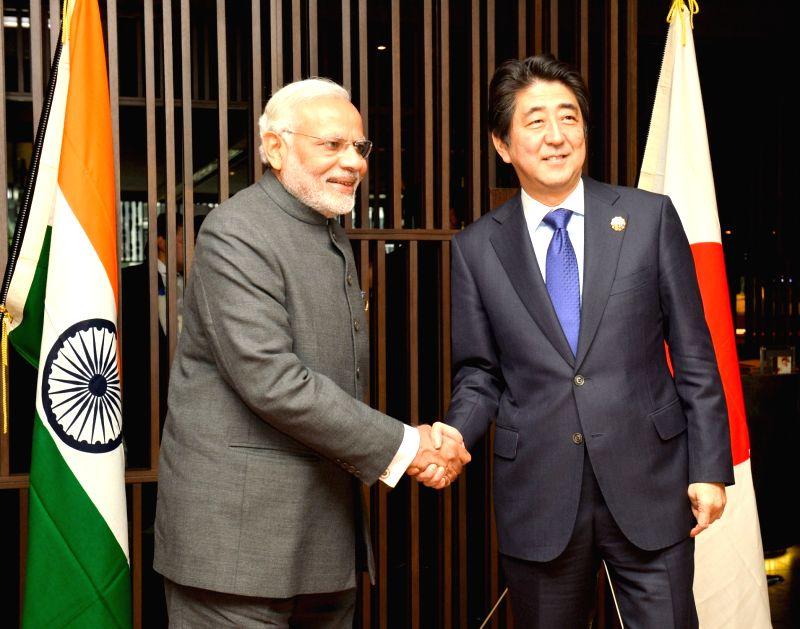 Kuala Lumpur: Prime Minister Narendra Modi meeting the Prime Minister of Japan, Shinzo Abe, at Kuala Lumpur, in Malaysia on November 21, 2015. - Narendra Modi