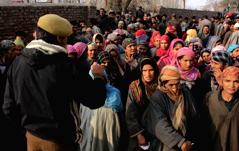 People queue-up at a polling booth to cast their votes during the second phase of Jammu and Kashmir assembly polls in Mirhama village, Kulgam on Dec 2, 2014.
