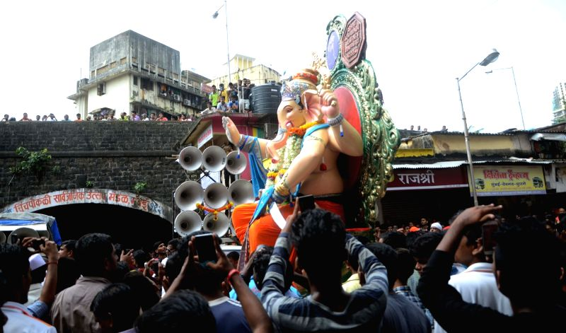 "Kurla Cha Raja"" Ganesha idol being taken to its pandal from a workshop in Mumbai on Aug 8, 2016. (Photo: IANS"