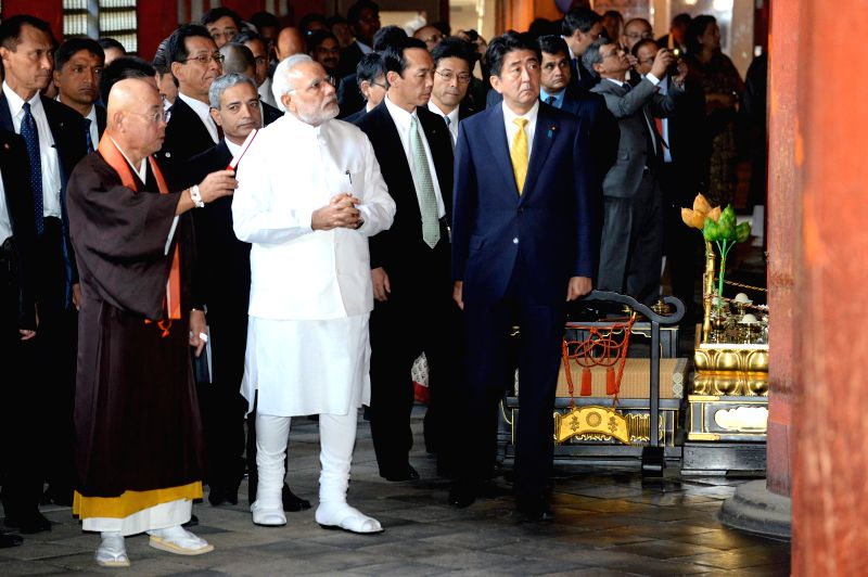 Indian Prime Minister Narendra Modi (2nd L Front), accompanied by his Japanese counterparty Shinzo Abe (1st R Front), visits the Toji Temple in Kyoto Aug. 31, 2014. .. - Narendra Modi