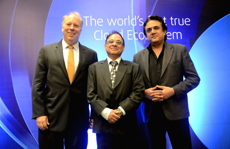 (L to R) Bill Barney, Chief Executive Officer, Global Cloud X change, Vinod Shenoy, Head of the Reliance Communication Global Cloud X and Deepak Khanna, CEO of India Enterprise Business during a ... - Deepak Khanna