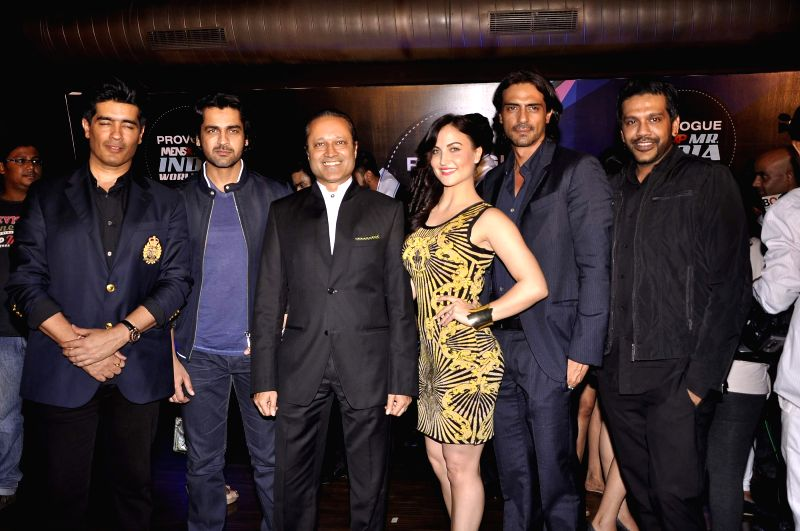 (L to R) Fashion designer Manish Malhotra, Bollywood actor Arjan Bajwa, Vinit Jain, MD, Bennett Coleman & Co. Ltd, Bollywood actors Elli Avram, Arjun Rampal and fashion designer Rocky S during ... - Arjan Bajwa, Elli Avram, Arjun Rampal, Manish Malhotra and Vinit Jain