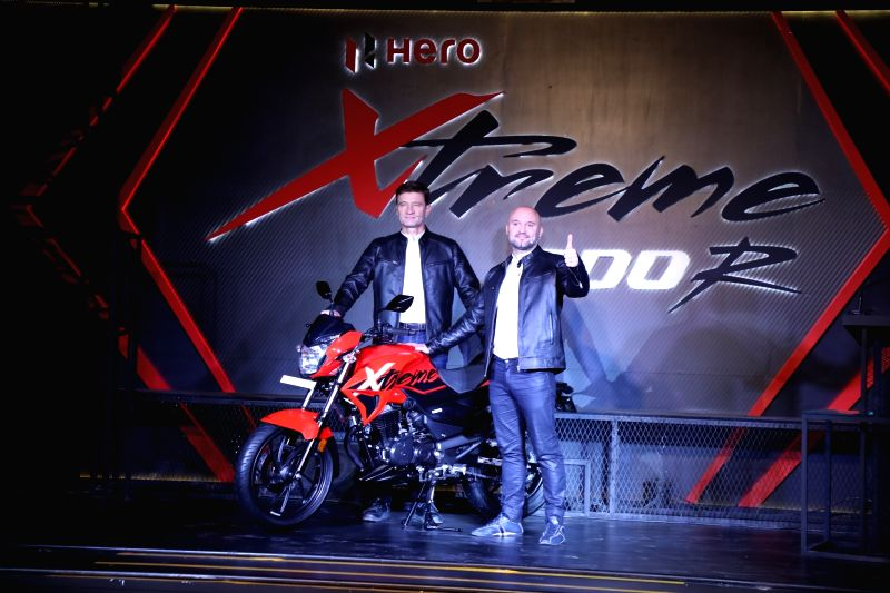 (L to R) Hero MotoCorp Chief Technology Officer Dr. Markus Braunsperger and Global Product Planning Head Malo Le Masson unveil the 'Xtreme 200R' in New Delhi on Jan 30, 2018.