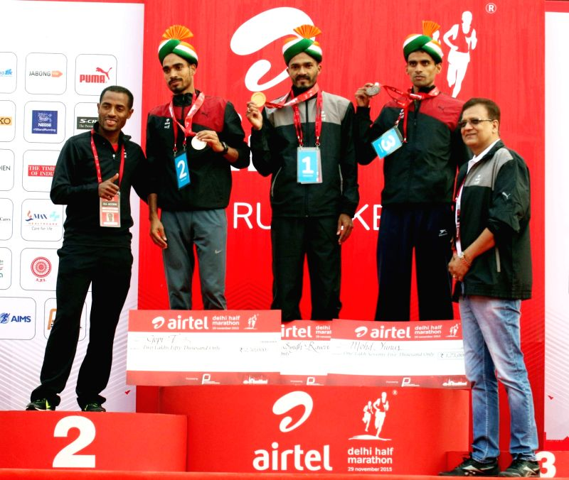 (L to R) Indian athletes Gopi T,  Nitendra Singh Rawat and Mohammad Yunus during the prize distribution ceremony of Indian Elite Men event at the Airtel Delhi Half Marathon, on Nov 29, ... - Nitendra Singh Rawat
