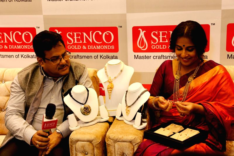 L to R Mr. Sankar Sen, MD with Ms. Vidya Balan, brand ambassador of Senco Gold and Diamonds at the launch of their 77th store in Noida - Vidya Balan