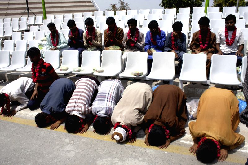 Released Pakistani prisoners pray at Wagah border in eastern Pakistan's Lahore, April 16, 2014. The Indian government in a goodwill gesture released 18 Pakistani ...