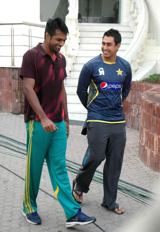 Pakistani cricketers Rahat Ali (L) and Nasir Jamshed arrive for a press conference in eastern Pakistan's Lahore, Feb. 9, 2015. Ali and Jamshed left for Australia ... - Junaid Khan