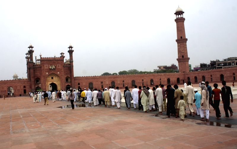 Pakistani Muslims arrive to offer prayers during the holy month of Ramadan at Badshahi Mosque in eastern Pakistan's Lahore on July 24, 2014.