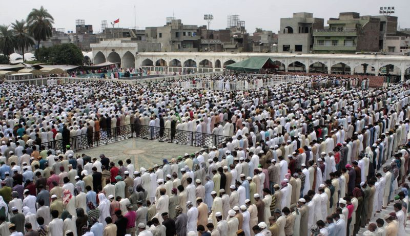 Pakistani Muslims offer Jummat-ul-Vida, the last congregational Friday prayers in the holy month of Ramadan, at the Data Darbar Mosque in eastern Pakistan's Lahore ..