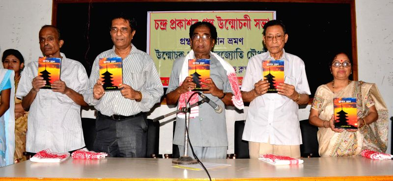 Lakhinandan Bora, reknowned writer and former President Sahitya Sabha, along with other dignitaries releasing a book  titled ``Japan Bhramon`` at Guwahati Press Club in Guwahati on June 28. 2014.