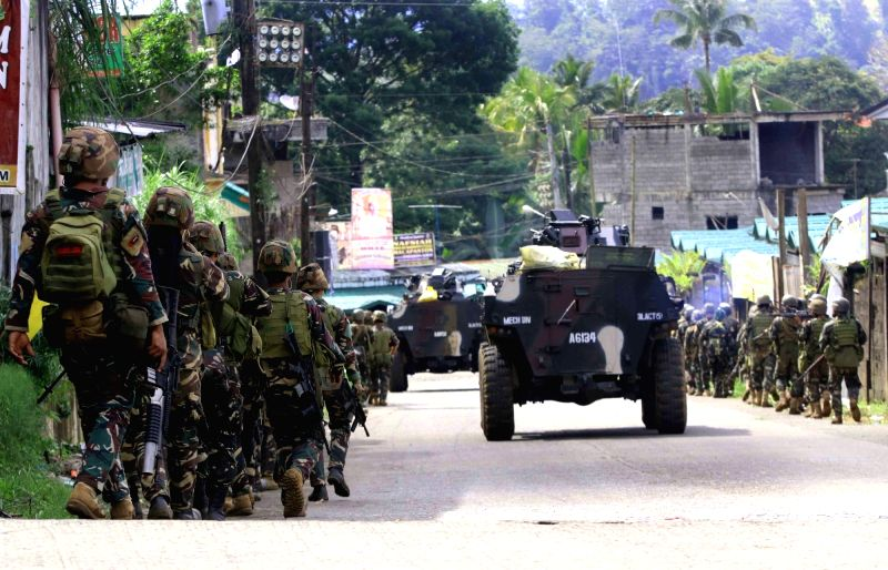 LANAO DEL SUR, May 25, 2017 - Soldiers from the Armed Forces of the Philippines (AFP) gather for an assault against the Maute militant group in Lanao Del Sur Province, the Philippines, May 25, 2017. ...