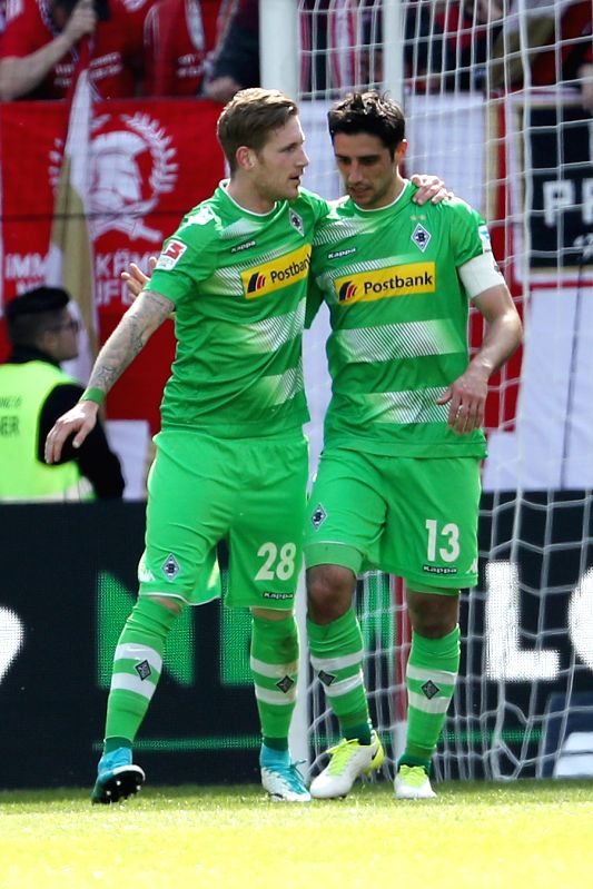Lars Stindl (R) of Borussia Moenchengladbach celebrate after scoring with teammate Andre Hahn during the Bundesliga soccer match between 1. FSV Mainz 05 ...