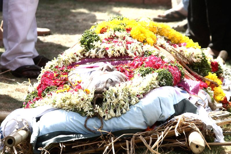 Last rites of filmmaker Dasari Narayana Rao underway in Hyderabad on May 31, - Dasari Narayana Rao