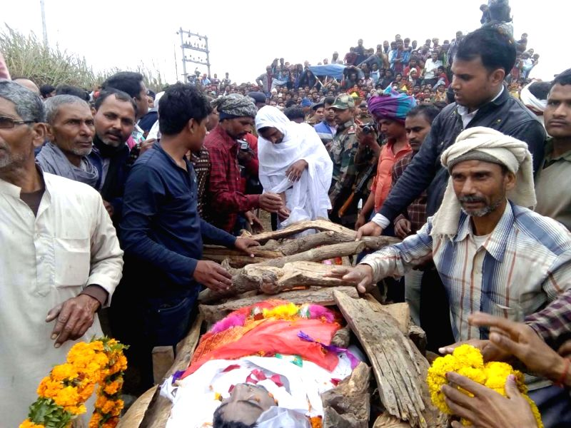 Last rites of Gunner Kishore Kumar Munna who died during Pakistan's shelling along the Line of Control in Shahpur sector of Poonch district in Jammu and Kashmir underway in Bihar's Khagaria ... - Kishore Kumar Munna