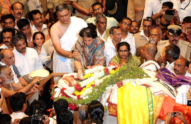 Last rites of Mysore scion Srikantadatta Narasimharaja Wodeyar underway at Mysore Palace in Mysore on Dec.11, 2013. Wodeyar died 10th Dec due to a heart attack.