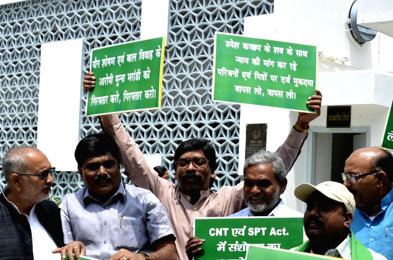 Leader of Opposition Hemant Soren alongwith Jharkhand Mukti Morcha (JMM) MLAs stage a demonstration to press for their various demands outside Jharkhand Assembly in Ranchi on July 28, 2016.