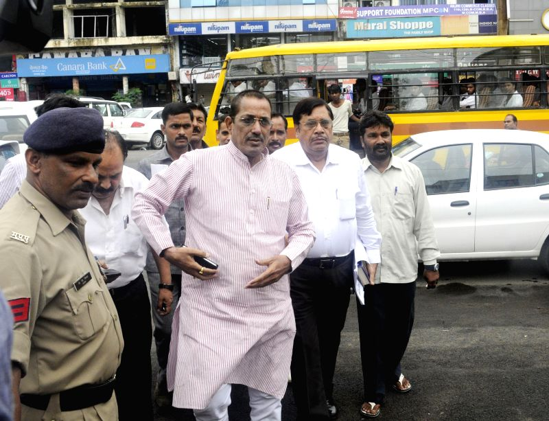 Leader of Opposition in Madhya Pradesh Assembly, Satyadev Katare and other Congressmen lodge complaint against state government in  VYAPAM scam at Habibganj police station in Bhopal on July 23, 2014.